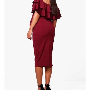 Boohoo maternity dress in berry color